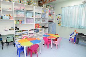Salas de aula amplas de acordo com a faixa etária
